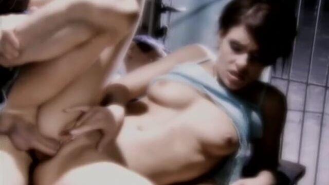 Возмутительницы спокойствия (2005) - порно фильм с русским переводом