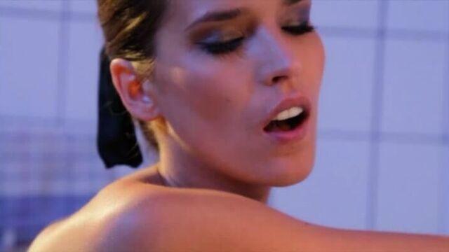 Мещанка / Decadent Desires (La Bourgeoise) порнофильм с русскими субтитрами