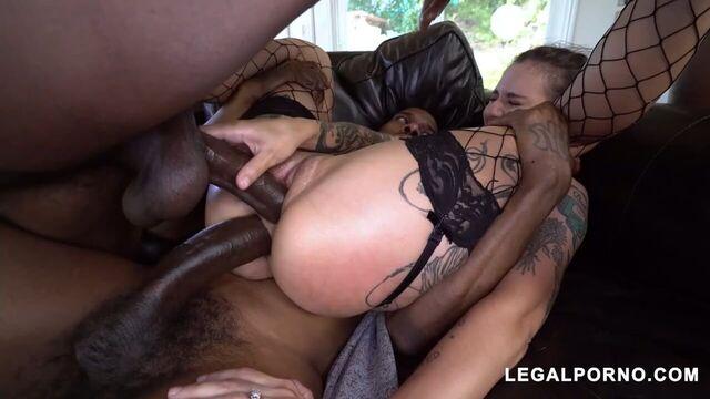 Межрассовая грубая групповуха с порнозвездой Luna Lovely