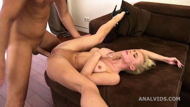 Супер порно в тугую попку с молоденькой худой гибкой гимнасткой