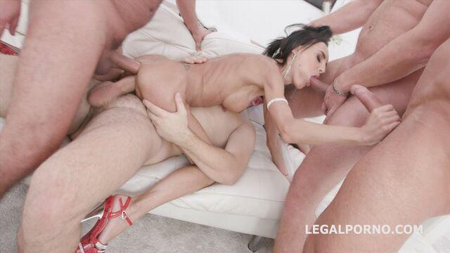 Анальный групповой хардкорный секс с худющей задницей Алетты Блэк