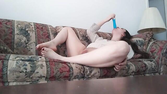 Скрытая камера: девушка мастурбирует