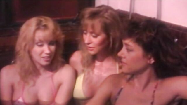 Королевы крика в джакузи (1991) эротический комедийный ужастик