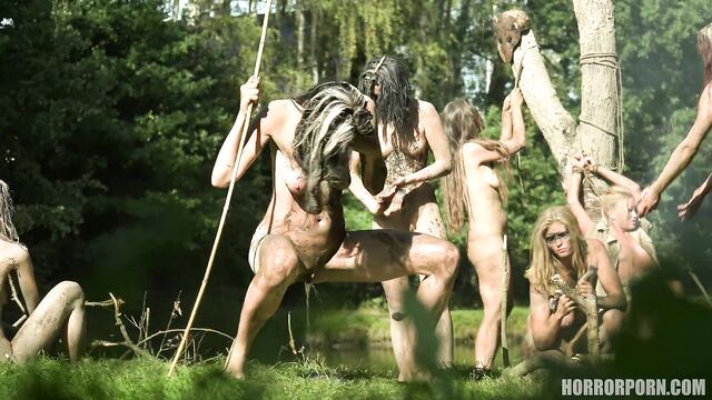Групповая секс оргия с плененными туристами в диком племени Амазонки