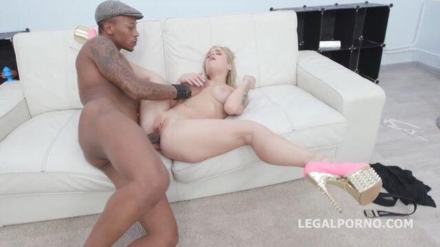 Глубокий анальный секс с молодой гибкой гимнасткой