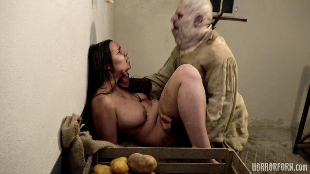 Порно ужасы: Сумасшедшая групповая оргия на почве обжорства