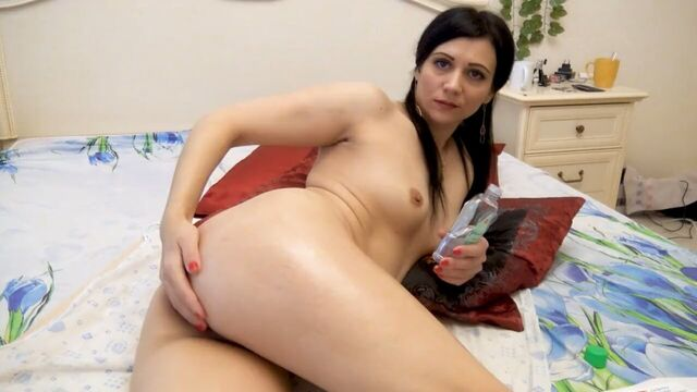 Анальная мастурбация молодой русской девушки Кристины