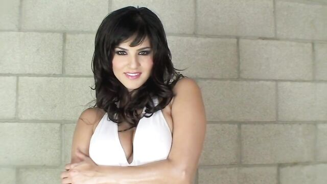 Sunny Leone - горячая индианка устроила жаркое соло