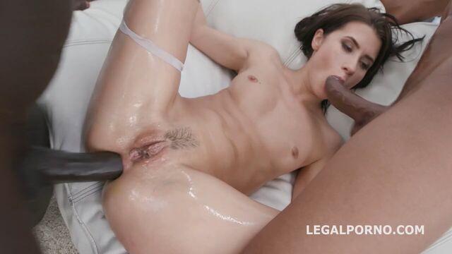 Групповой анальный секс с длинноногой худой брюнеткой Николь Блэк