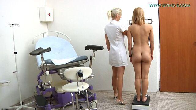 Красивая блондинка на приеме у гинеколога