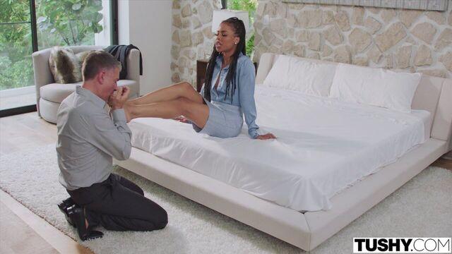 Анальный секс с прелестной красивой молодой мулаткой