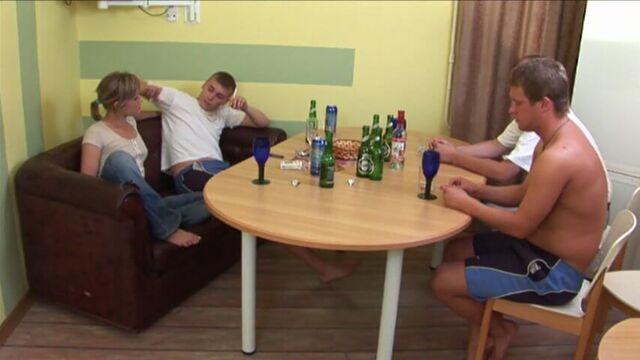 русские студенты пробуют групповой секс