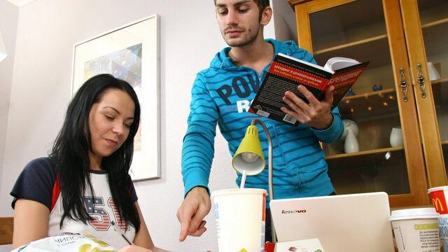 Русское порно в узкую попу со студенткой во время занятия