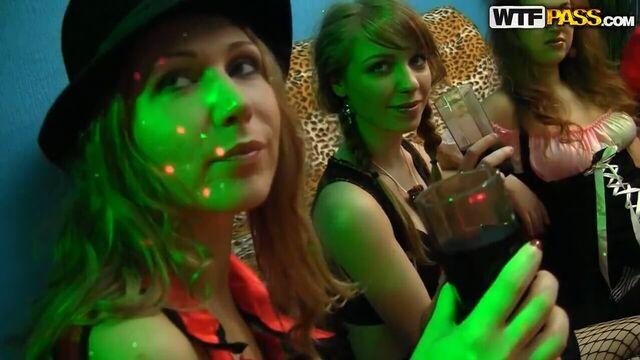 Русские студенты выпили и потрахались: 2 парня на одну девушку!