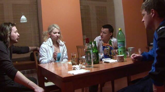 Русское порно: студенческая пьяная групповая секс оргия