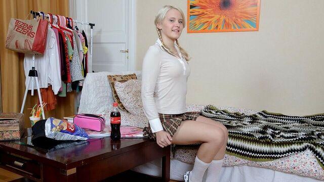 Русское порно: анальный секс с блондинкой Karoll