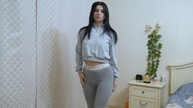 Русская красотка Кристина мастурбирует анал на камеру