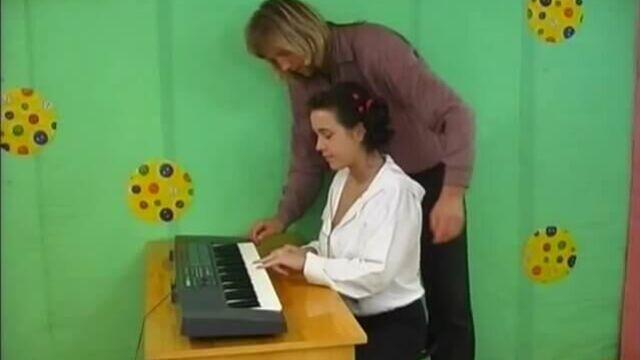 Старшеклассницы: Урок музыки, порно фильм с русским переводом