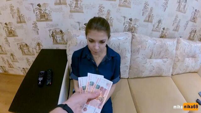 Первый секс за деньги с молодой студенткой