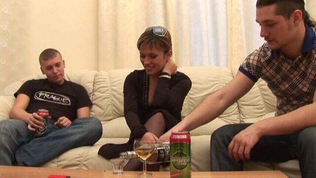 Русское групповое порно: тяжелые студенческие будни
