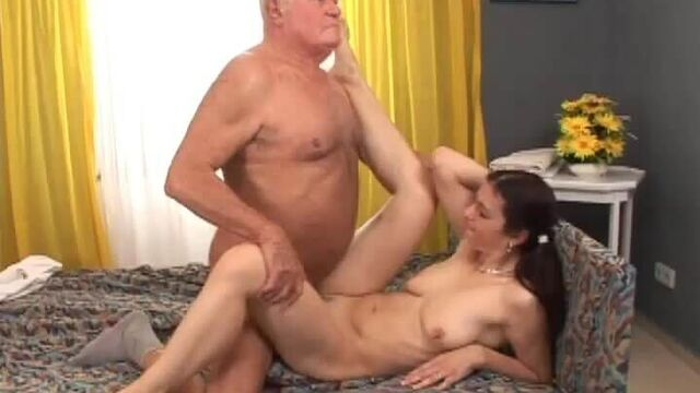 Сборник секс видео роликов с вагинальным и анальным кремпаем