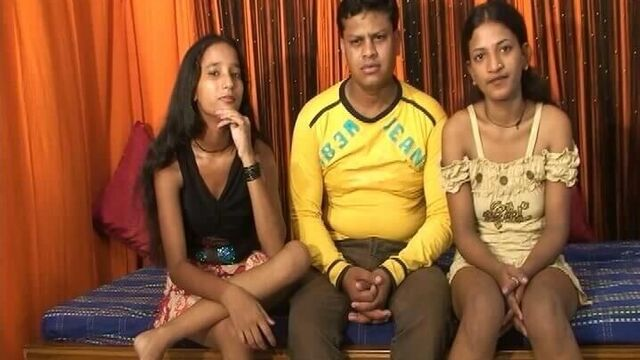 Индийское групповое порно с двумя молодыми девушками