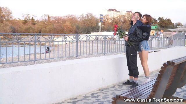 Русские молодые романтические студенты трахаются на хате