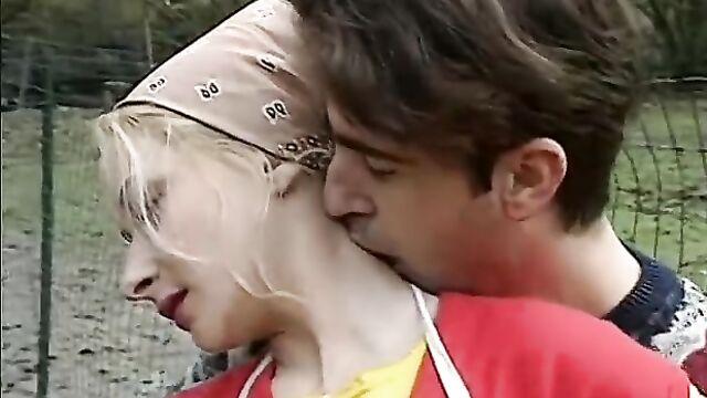 Немецкий ретро порнофильм о групповом сексе с фистингом