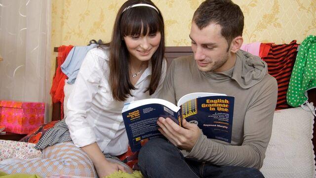 Русские студенты в общаге изучают английский и трахаются в жопу