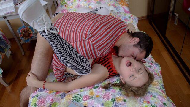 Секс с красивой сочной молодой русской милашкой Розой
