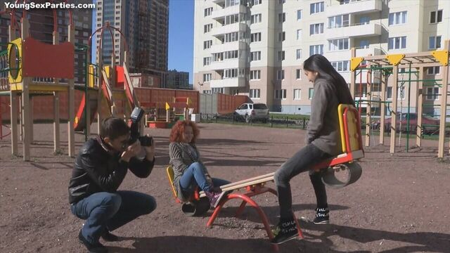 Групповое русское порно с молодыми блядями после фотосессии