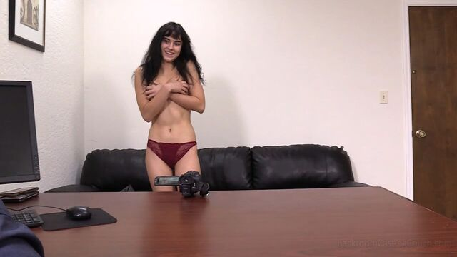 Первый анальный секс кастинг для молодой брюнетки Арии
