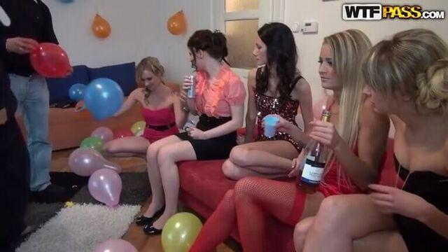 Красивое групповое студенческое порно видео молодых