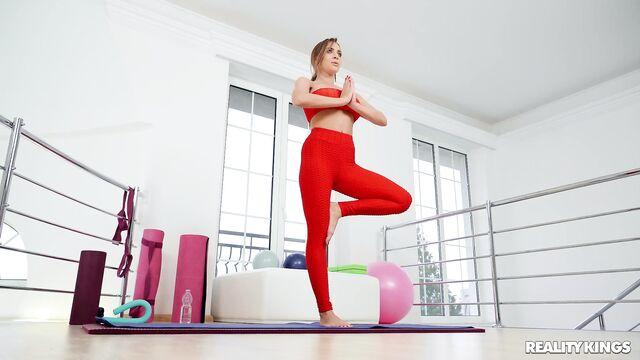 Секс с гибкой украинской гимнасткой Жозефин Джексон