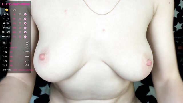 Мастурбация анала молодой девушкой на вебкамеру