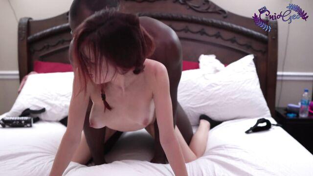 Дикий секс рыжей молодой худышки с черным парнем