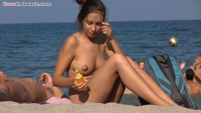 Скрытая камера на нудистском пляже на Юге Франции