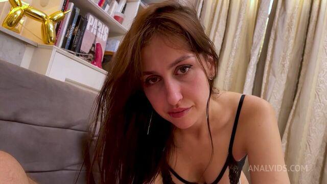 Молодая украинка Jessica Night грубо трахается в жопу