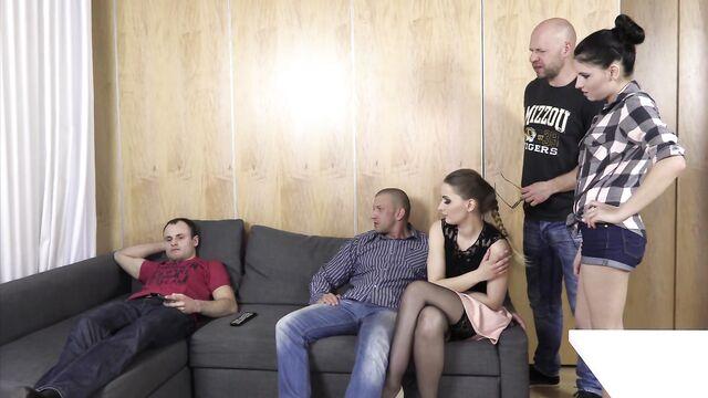 Польское порно: друзья выручают друга попавшего в беду