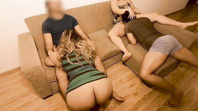 молодые снимают домашнее групповое порно 2
