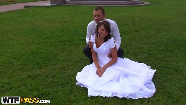 трахнули невесту во все дыры