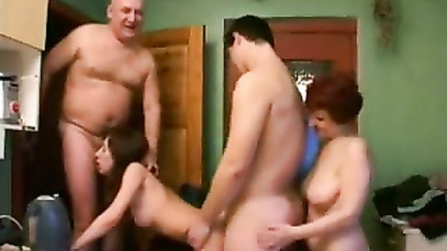 инцест - пьяная веселая русская семейка