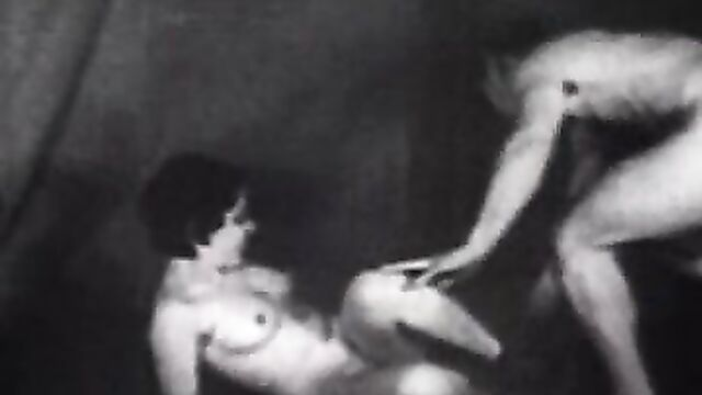 Ретро порно: Историческая эротика: Бесподобная тройка