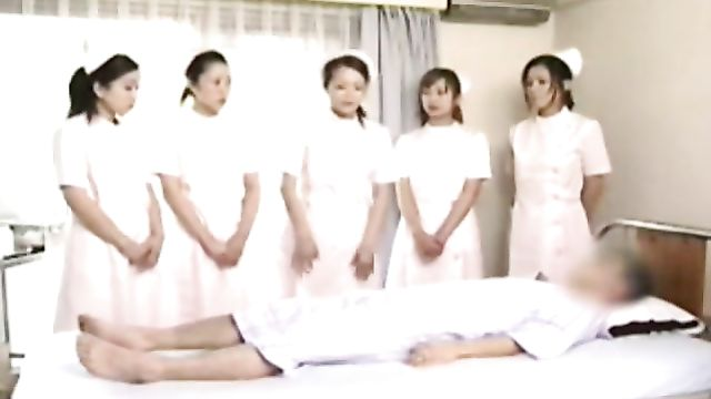 Азиатских медсестер учат делать минет VIP пациентам