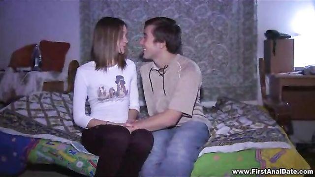 Первый анал с русской молодой блондинкой