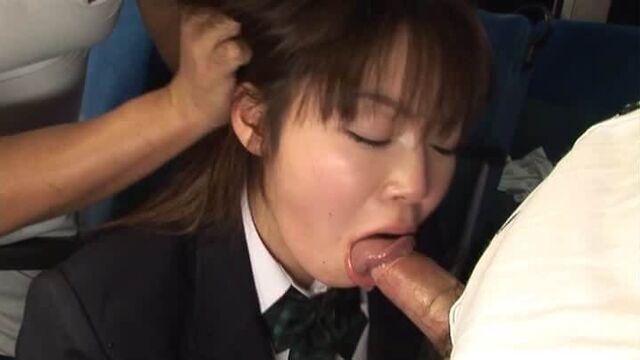 Публичное порно: секс в городском автобусе с японкой