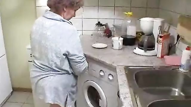 Голодные русские парни вжарили толстую старушку