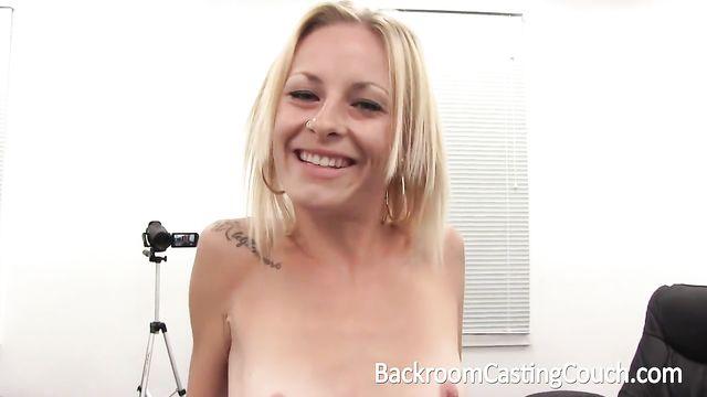 Худая блондинка на анальном собеседовании