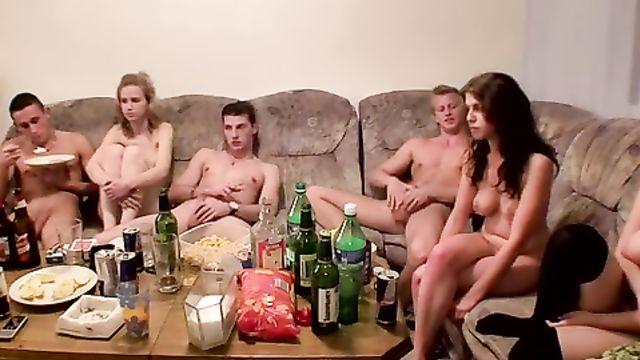 Студенческая пьяная взрослая порно вечеринка