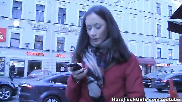 Худую русскую сучку затрахали в три члена